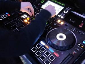 Quick Mixing DJs