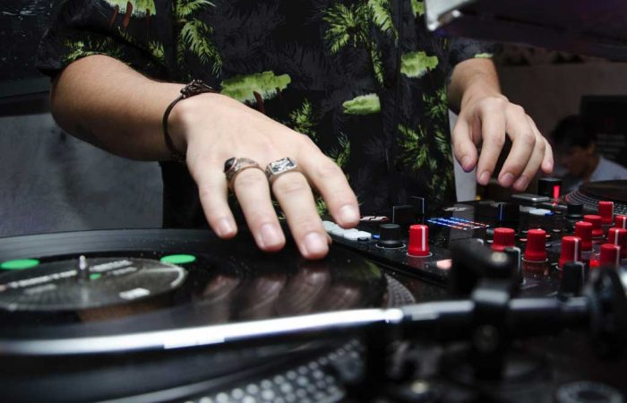 Pick The Right DJ For Your Party